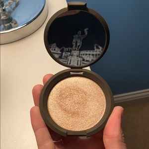 LIKE NEW Becca Opal Highlighter
